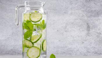 Isotônico caseiro, água aromatizada e alimentos hipocalóricos garantem energia e disposição