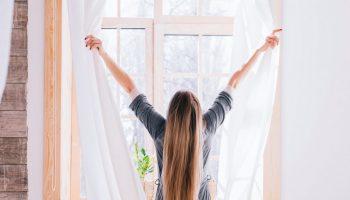 Descubra com qual frequência é preciso lavar cortinas, tapetes, almofadas e capas de sofás 3