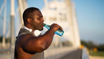 7 sinais de que você está bebendo pouca água 4