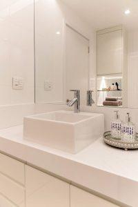6 banheiros com pouca metragem, mas cheios de estilo nas decorações 3