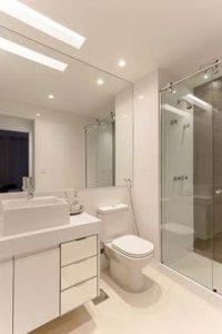 6 banheiros com pouca metragem, mas cheios de estilo nas decorações 2
