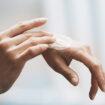 Como cuidar da pele em dias frios? 40