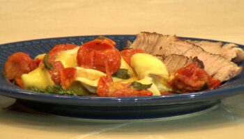 Prime Rib acompanhado de capeletti de cogumelos na manteiga de sálvia e tomatinhos confit, por Daniella Casale 6