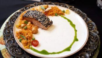 Cuscuz desconstruído com salmão em posta e crosta de gergelim, por Chef Robertclei Campos 1