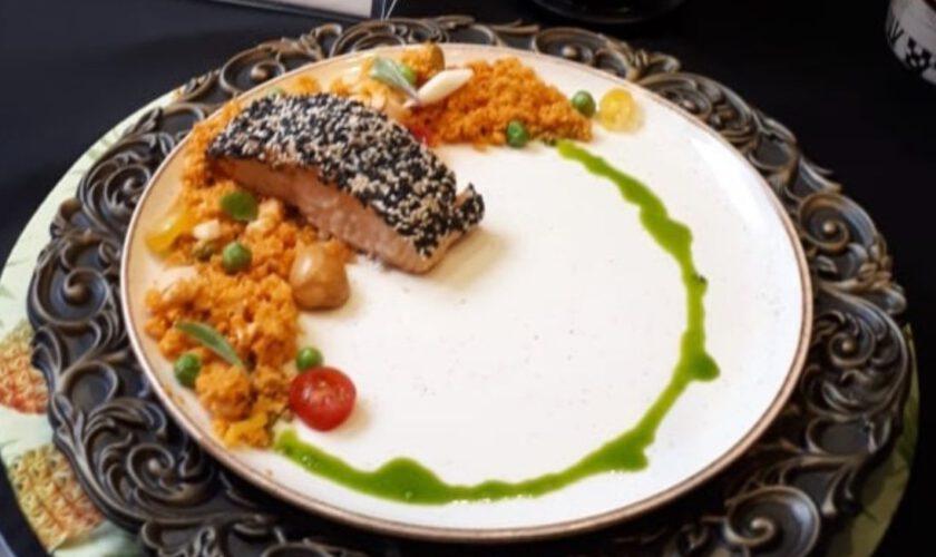 Cuscuz desconstruído com salmão em posta e crosta de gergelim, por Chef Robertclei Campos 13